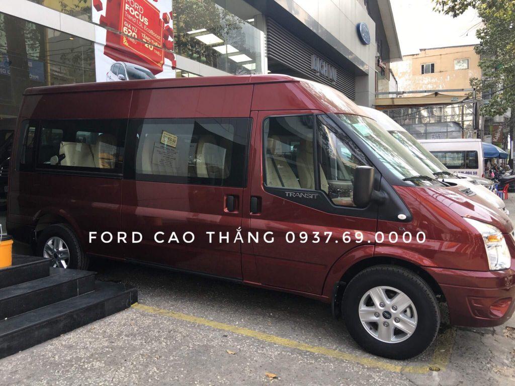 Xe Ford Transit 2019 16 chổ màu đỏ