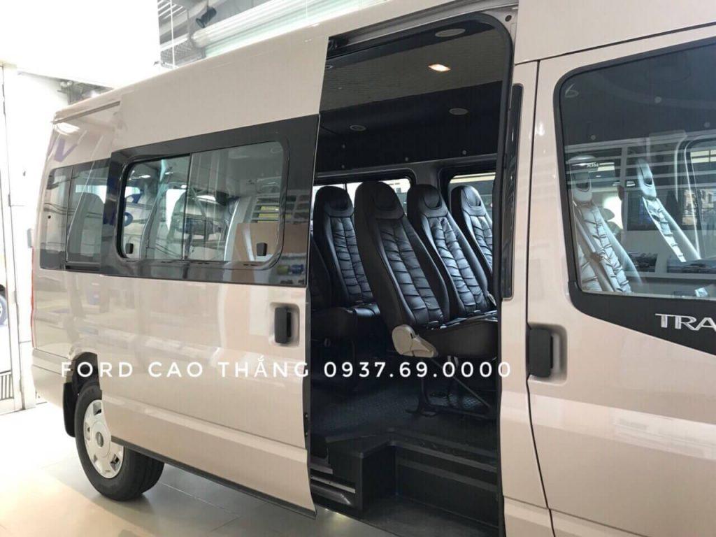 Một trong những mẫu nâng cấp ghế da của Ford Transit 16 chổ 2019