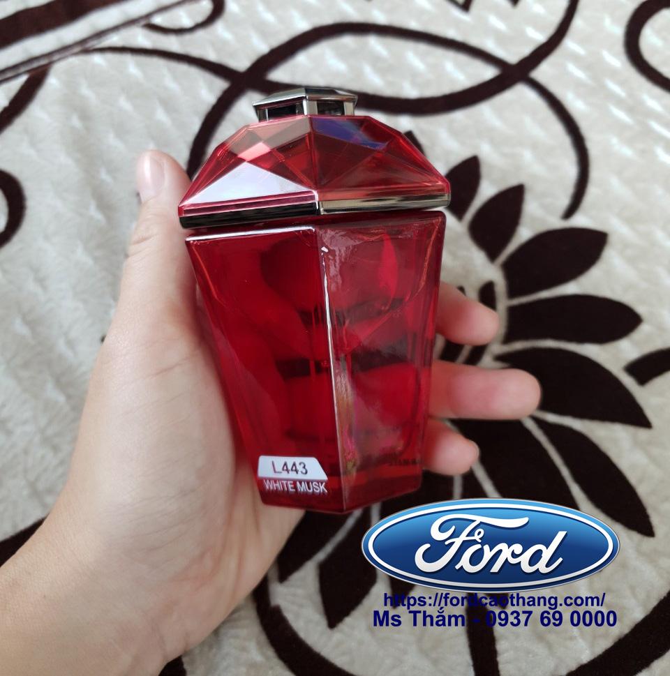Nước hoa ô tô có mùi dịu ngọt nhiều màu, giá chỉ 450k