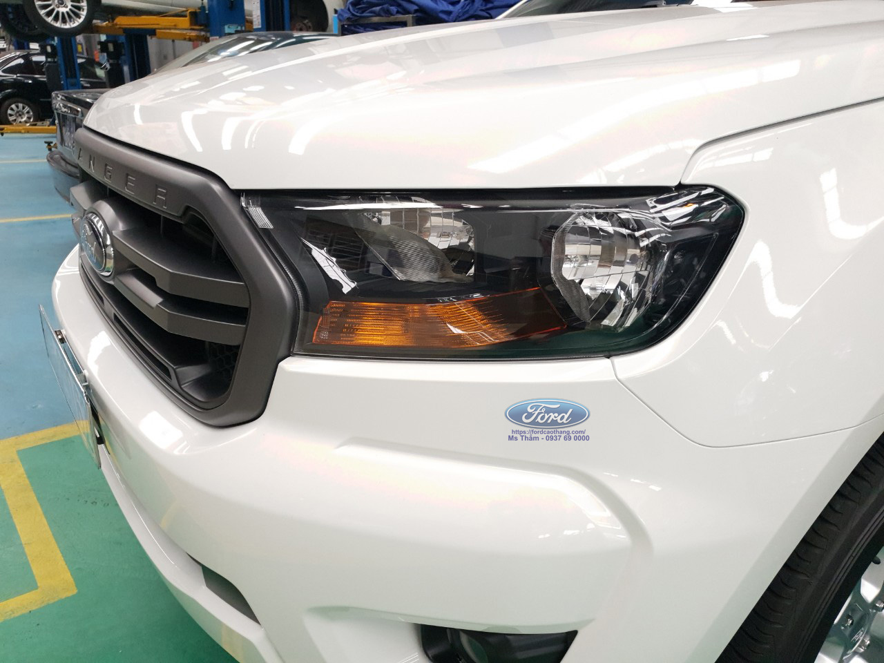 Đèn xe Ford Ranger XLS 2010