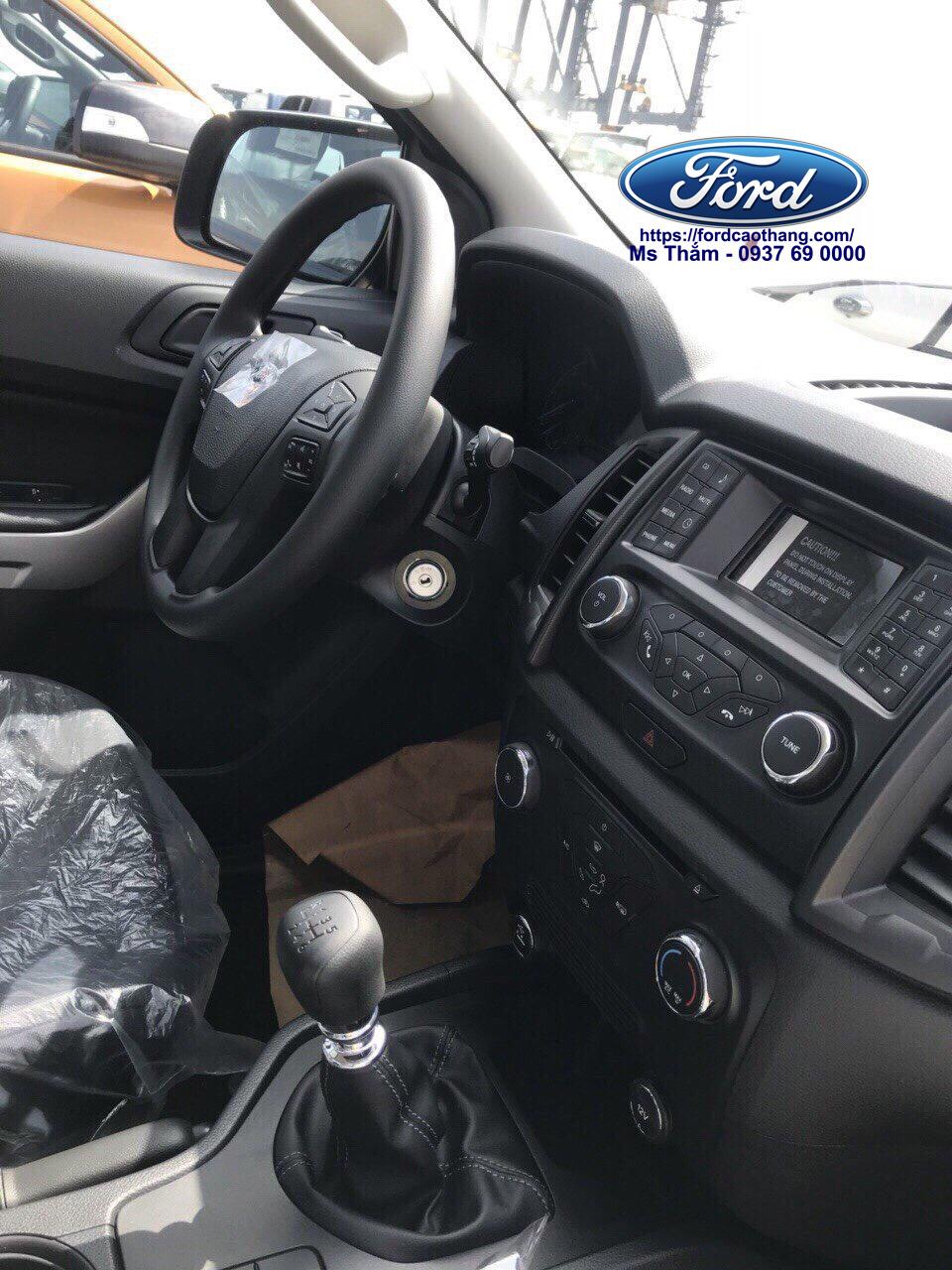 Nội thất Ford Ranger XLS 2019