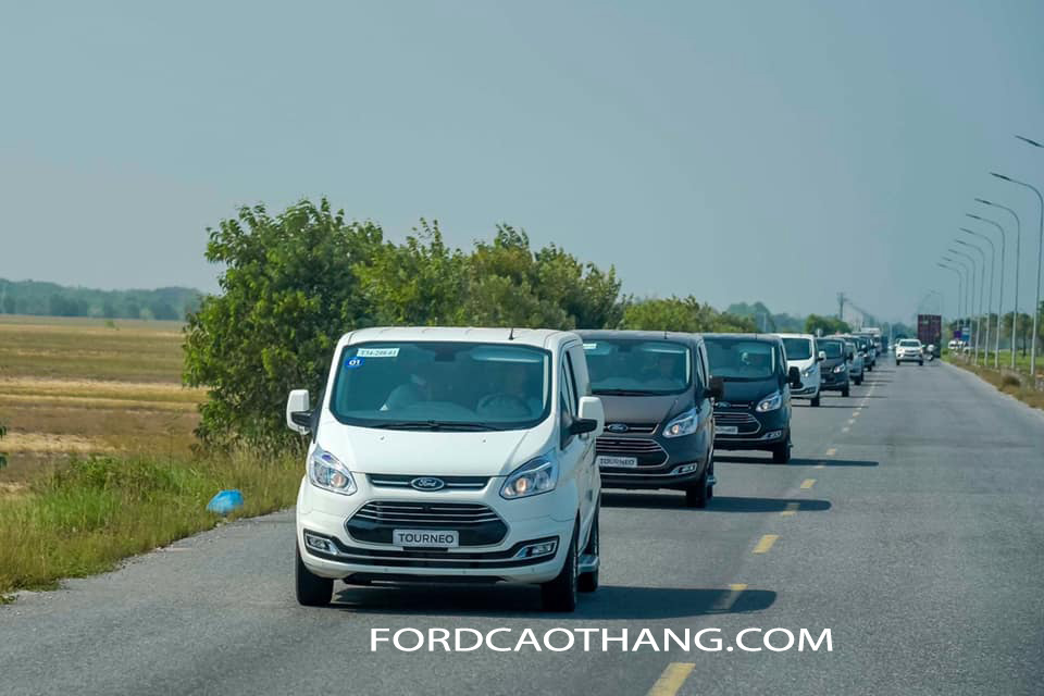 xe ford tourneo