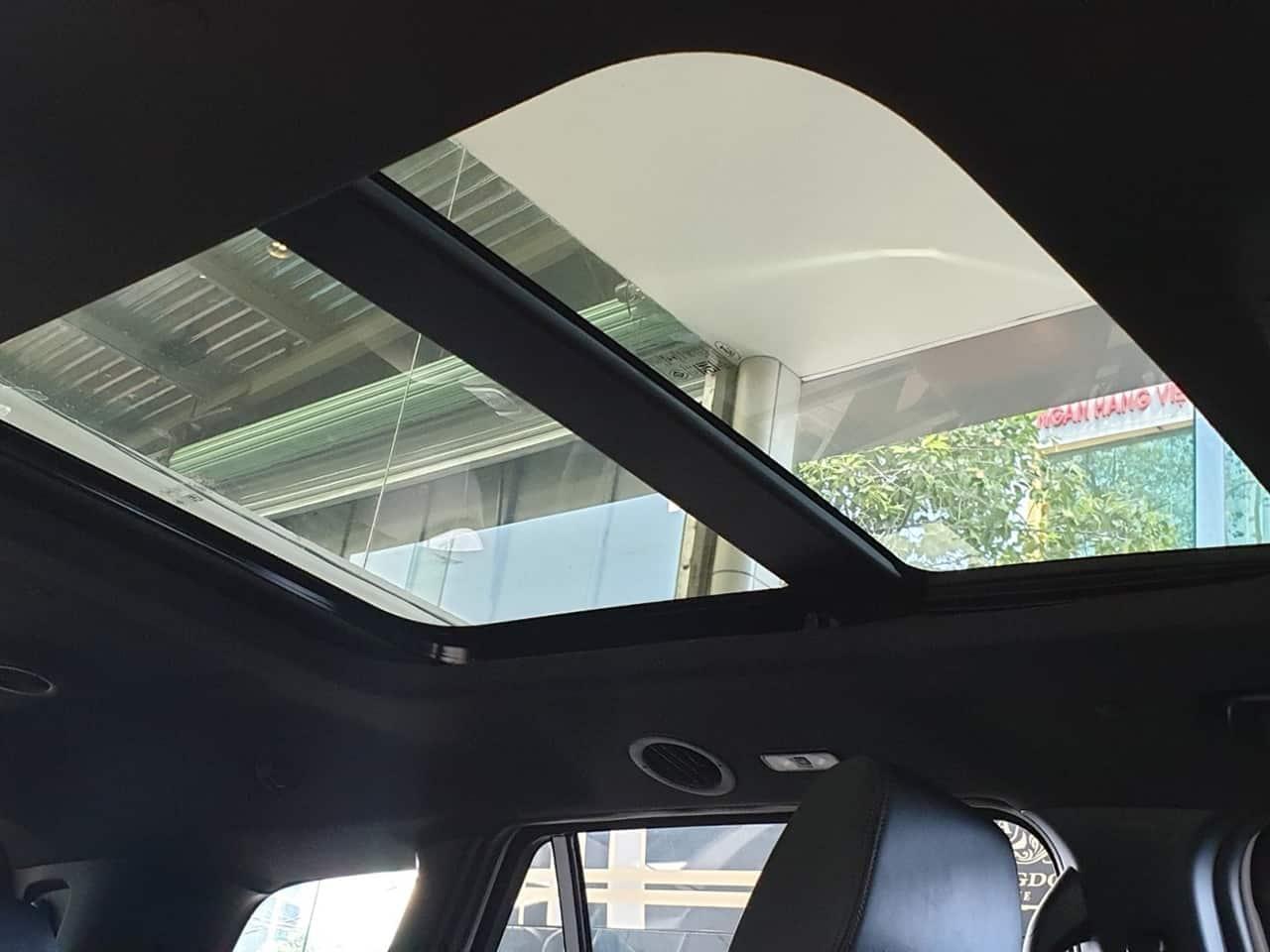 Cửa sổ trời Ford Everest 2020 toàn cảnh
