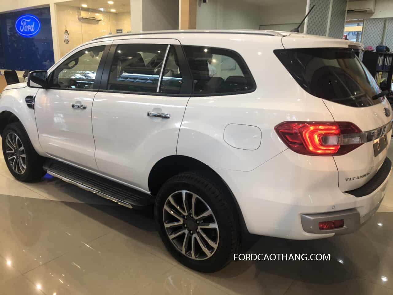 Đuôi xe Ford Everest 2020