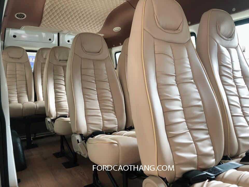 Ghế da trên Ford Transit 2020
