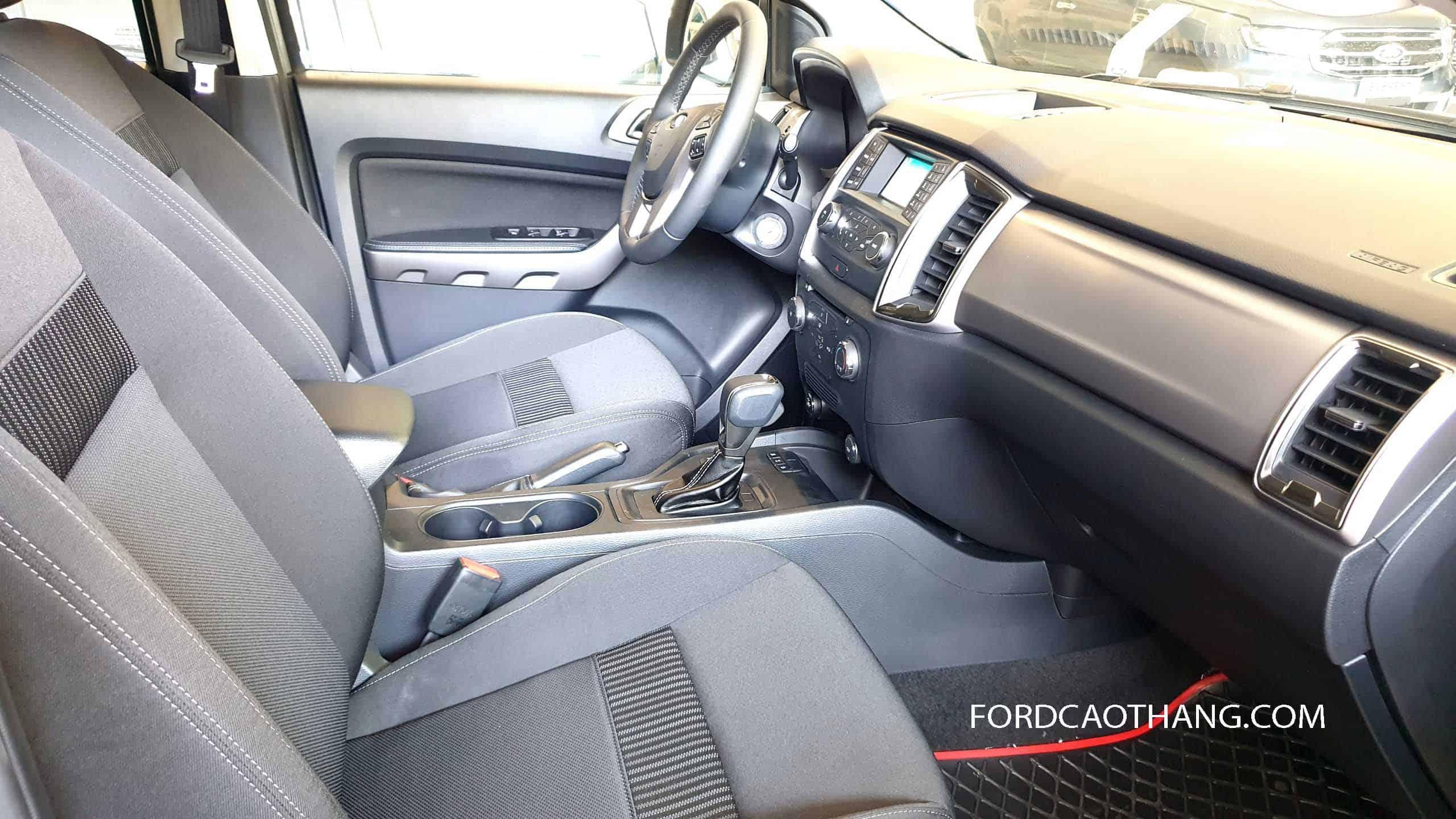 Nội thất Ford Ranger XLS 2020