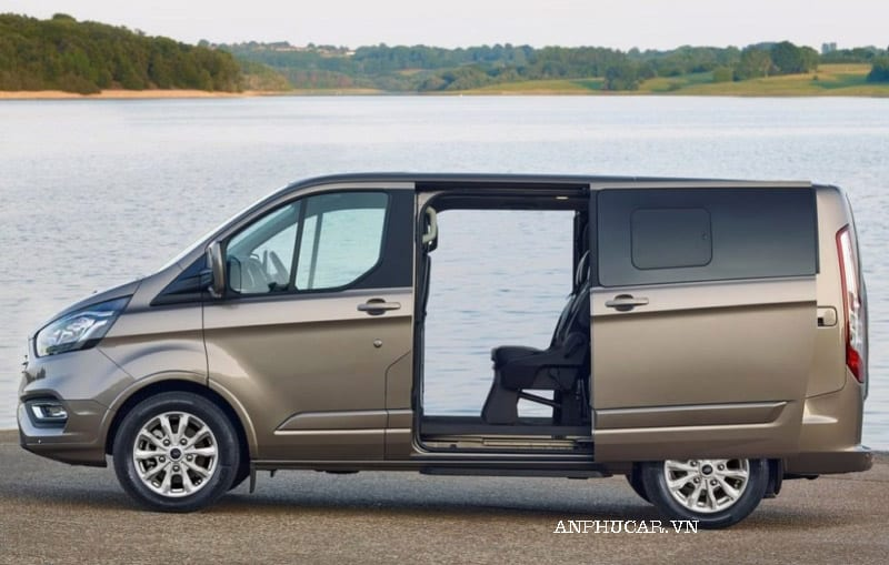 Đánh giá xe Ford Tourneo 2020