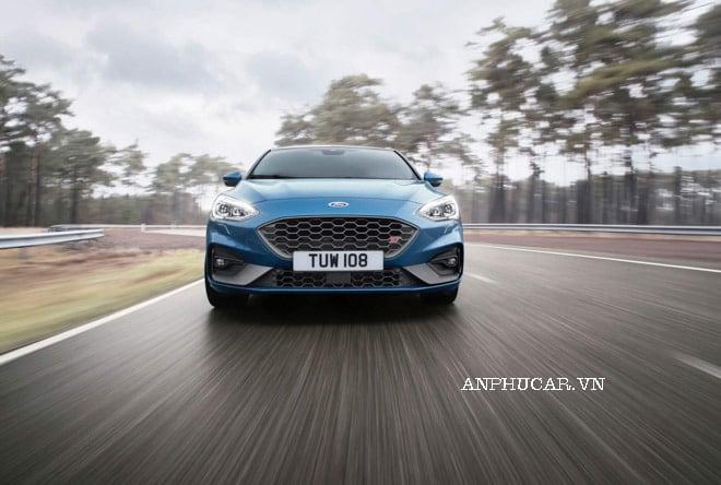 Ford Focus 2020 giá lăn bánh bao nhiêu