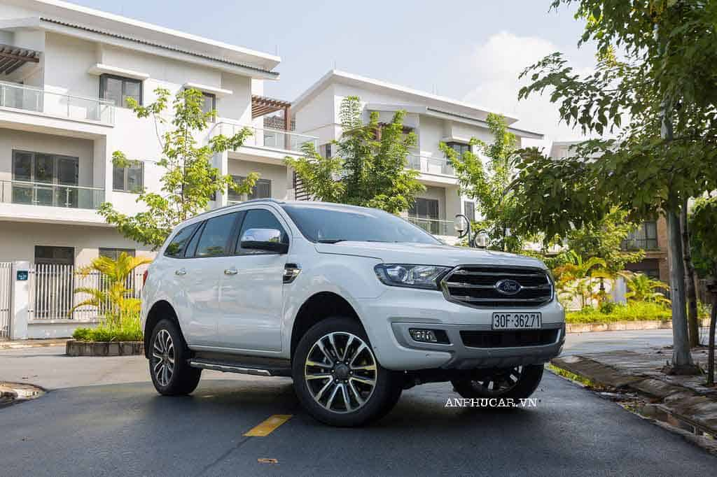 Mua xe Ford Everest Titanium tra gop