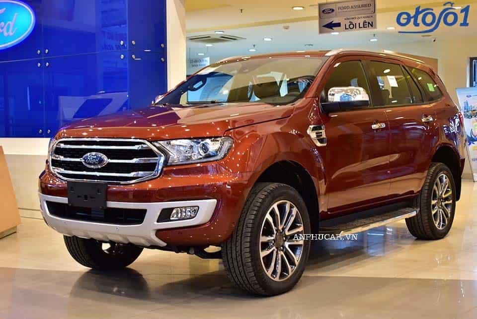 Ford Everest titanium giá lăn bánh