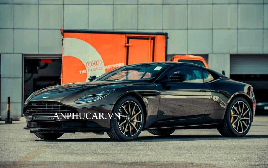 Aston Martin DB11 V8 2020 khuyến mãi