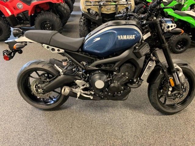 Yamaha XSR900 hong xe