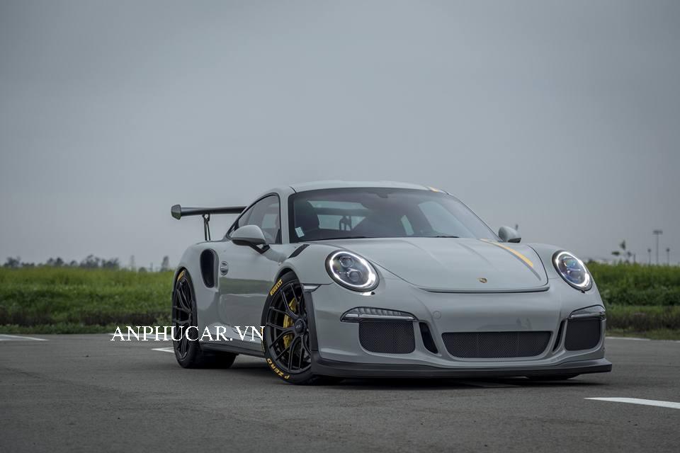 Khuyến mãi mua xe Porsche 911 GT3 RS 2020