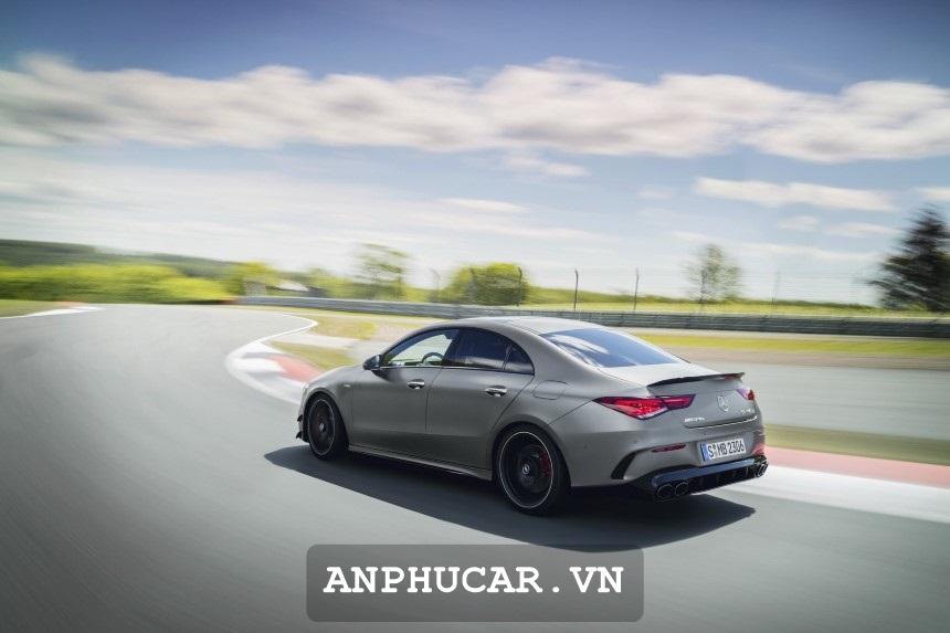 Mercedes GLA 45 AMG 4Matic 2020 Duoi Xe