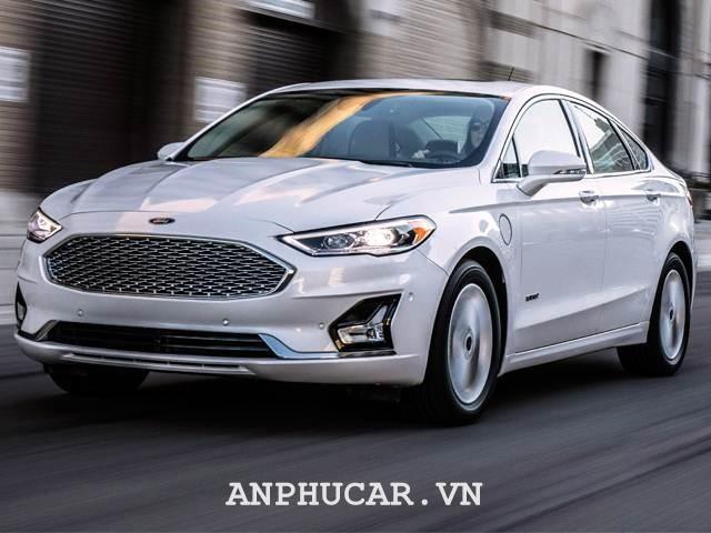 Ford Fusion SE 2020 gia xe bao nhieu