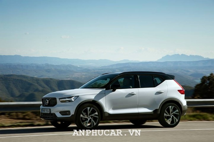 Volvo XC90 Incription 2020 gia bao nhieu