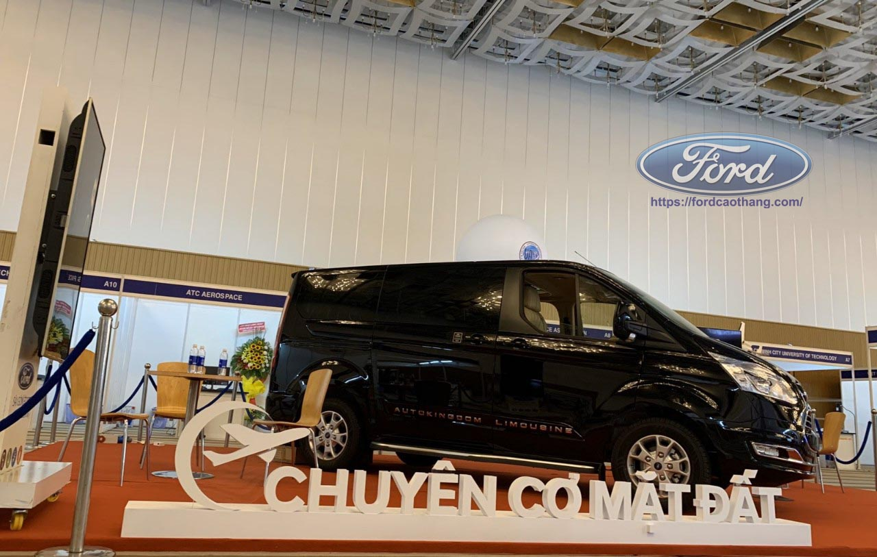 ford limousine 7 cho
