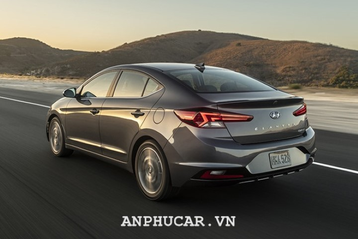 Hyundai Elantra 2020 gia xe bao nhieu