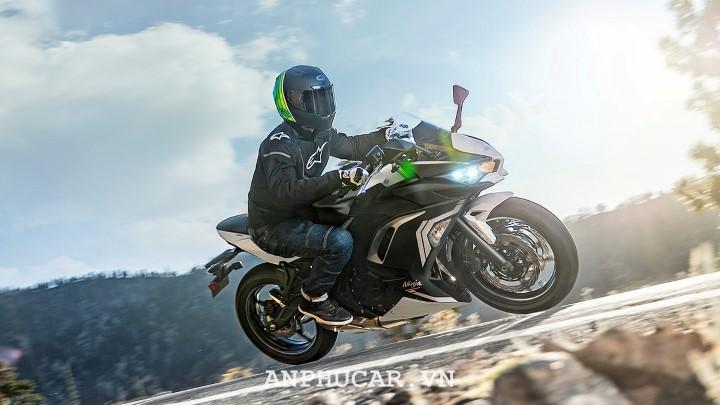 Kawasaki Ninja 650 2020 nhieu tinh nang tan tien