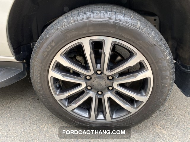 ford everest 2018 gia xe cu