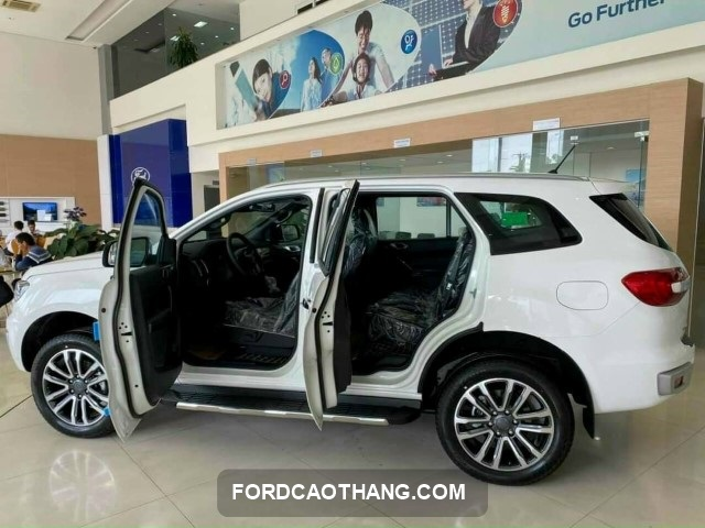 can canh Ford evrest 2021