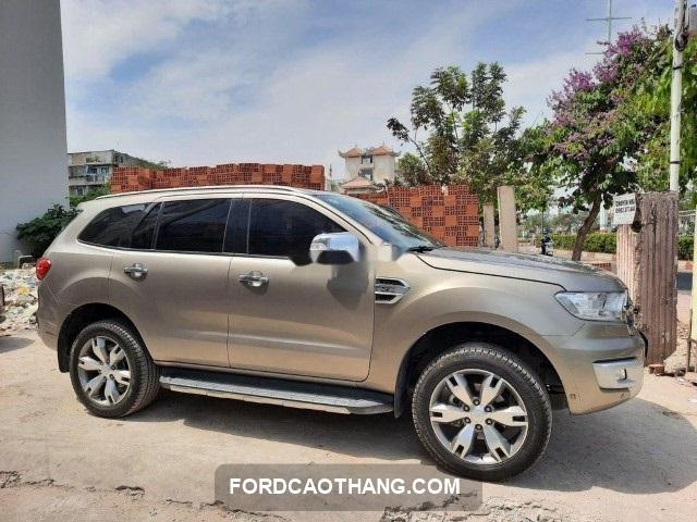 Ford Everest trend cu tra gop