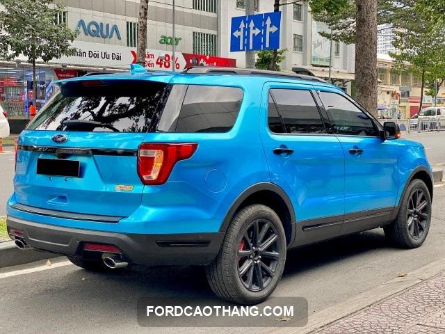 son doi mau xe ford chinh hang