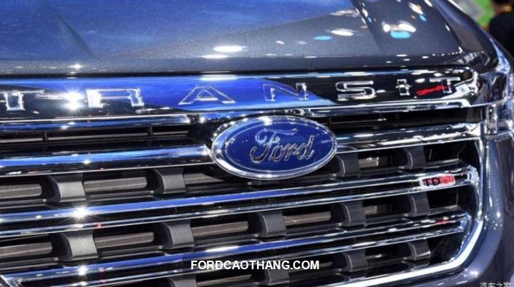 dau xe Ford Transit 2022