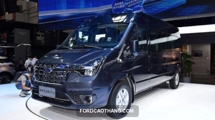 gia xe Ford Transit 2022