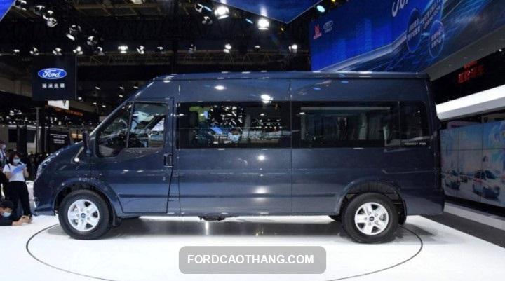 ngoai that Ford Transit 2022