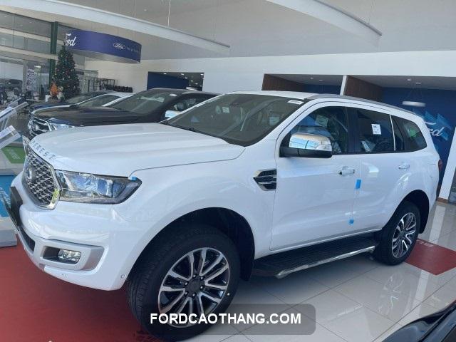Ford Everest 2022 mau trang ngoc trai