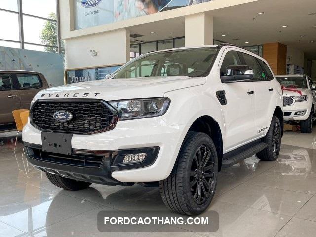 Ford Everest 2022 sport mau trang