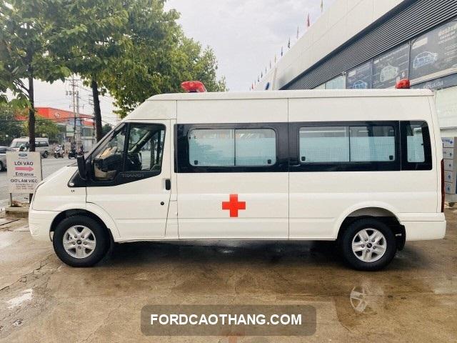 xe cuu thuong ford transit