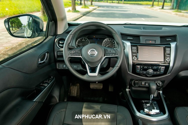khoang lai Nissan Navara 2022